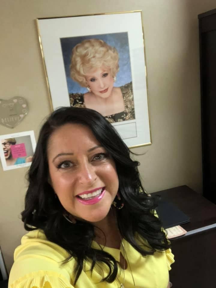 Stacey_lipstick_selfie.jpg
